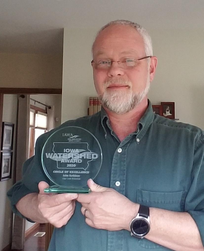 John Rathbun receives Iowa Watershed Awards plaque.